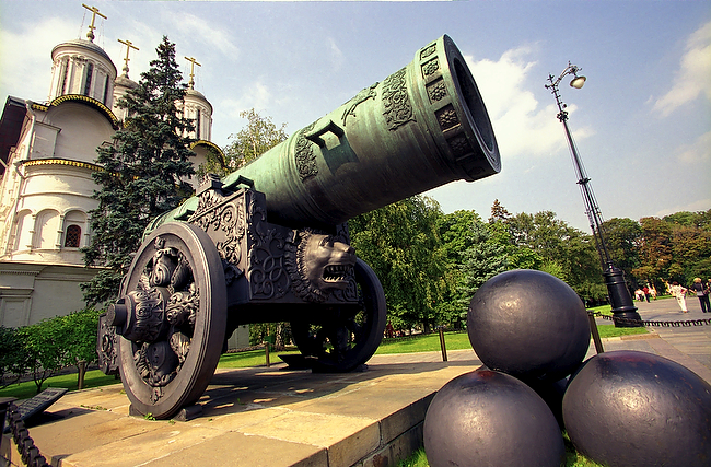 The Tsar Pushka Cannon in el Kremlim, Russia